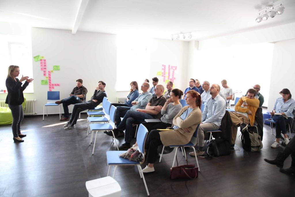 Jenny Bauschmid von E.ON beim Design Thinking Barcamp