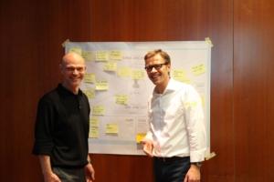 Innovationsberater Jens Bothmer und Dr. Thomas Niemann im Gespräch - Design Thinking Workshop IHK Frankfurt Hessen innovativ