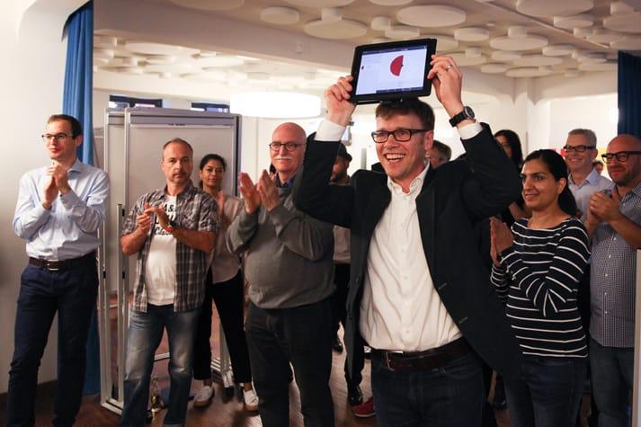 Trainer Jens Bothmer moderiert Design Thinking Workshop